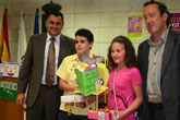 Autoridades municipales entregan los premios de los concursos organizados por el Servicio Municipal de Prevención y Control del Absentismo Escolar, que ha contado con la participación de un total de 200 alumnos