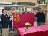 El diputado Manuel Campos entrega la bandera regional al I.E.S. Cañada de las Eras de Molina de Segura