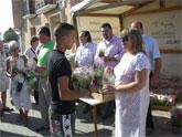 Ediles del consistorio lumbrerense y ASEPLU reparten 1.000 macetas con motivo de la Semana del Medioambiente
