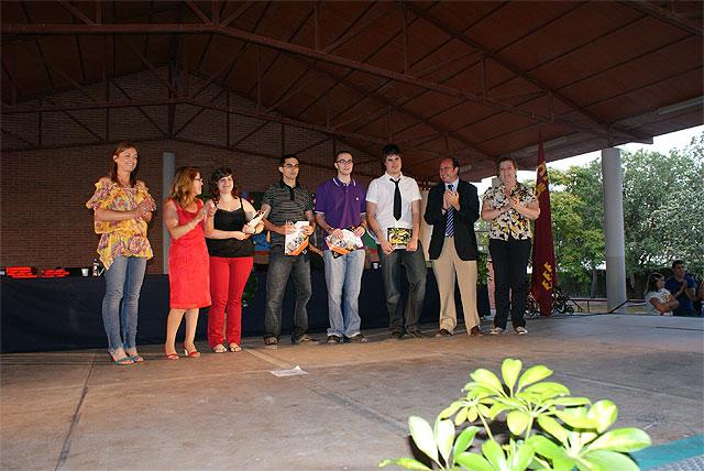 Los alumnos de ciclos formativos e iniciación profesional reciben las orlas fin de curso en el IES 'Rambla de Nogalte' - 1, Foto 1
