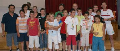 Entrega de trofeos a los alumnos participantes en los Juegos Escolares 2007-2008