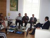 Autoridades municipales realizan una recepción institucional a una delegación de mexicanos, encabezada por el cónsul honorario de México en Murcia, para analizar los proyectos solidarios llevados a cabo por el consistorio en este país