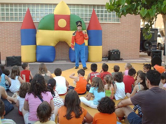 Los niños de Los Martínez del Puerto estrenan juegos infantiles - 1, Foto 1