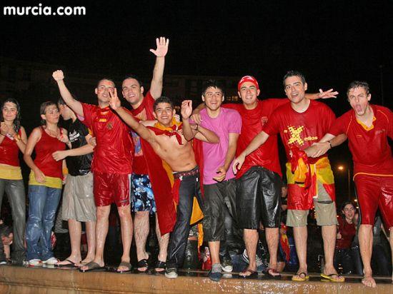 Cerca de 15.000 murcianos celebran la Eurocopa en la Plaza Circular - 1, Foto 1
