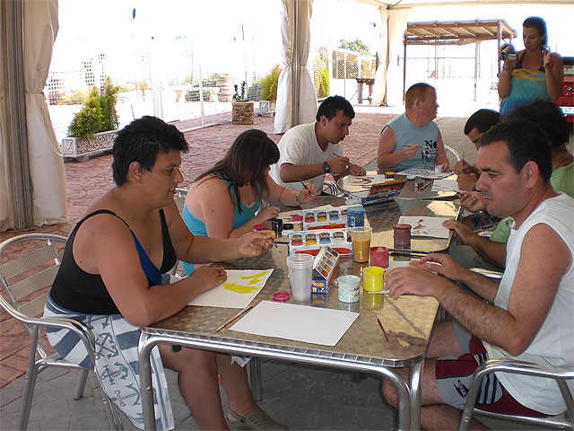 Los usuarios del Centro Ocupacional descansan en la Granja-Escuela - 1, Foto 1