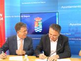 El Ayuntamiento de Molina de Segura y la Fundación Cajamurcia firman un convenio de colaboración para la adquisición de un vehículo adaptado al transporte de personas con discapacidad