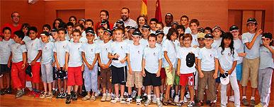 Los consejeros de Presidencia y Sanidad reciben a los niños del campamento que organiza la Asociación Murciana de Hemofilia