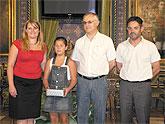 Adriana Ortega y el colegio Gin�s Garc�a, 'Premios Aqualia 2008'