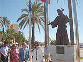 Santiago de la Ribera estrena en el día de su festividad una imagen en bronce de Santiago Apóstol como peregrino que preside el centro de la localidad, en el paseo marítimo