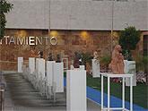 Exposición de esculturas al aire libre en la plaza de España de San Javier