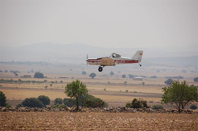 Agricultura constata la ausencia de daños en los cultivos por la plaga de langosta gracias a los tratamientos realizados - 1, Foto 1