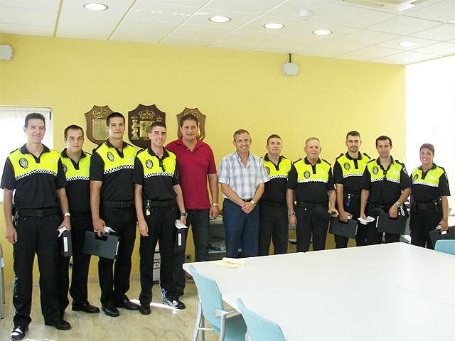 Entregadas las armas reglamentarias a los nuevos agentes de la Policía Local - 1, Foto 1
