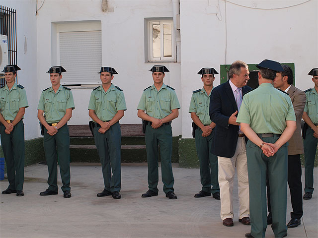 Roberto García y Rafael González le dan la bienvenida a los diez nuevos guardias civiles que se incorporan al cuartel de Beniel - 1, Foto 1