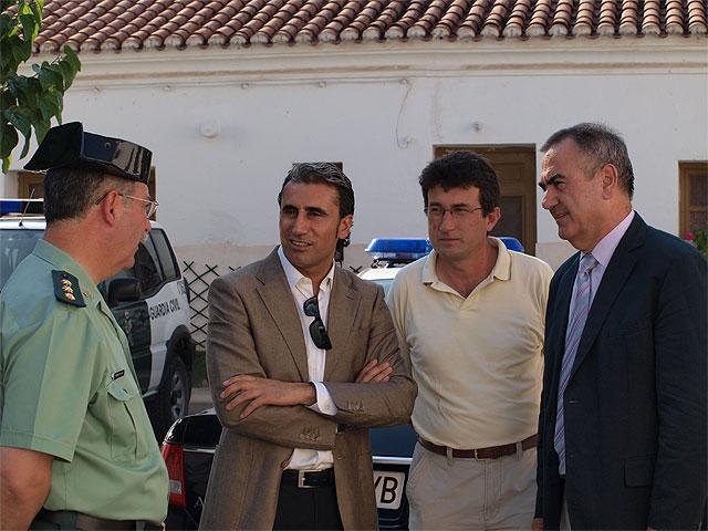 Roberto García y Rafael González le dan la bienvenida a los diez nuevos guardias civiles que se incorporan al cuartel de Beniel - 2, Foto 2