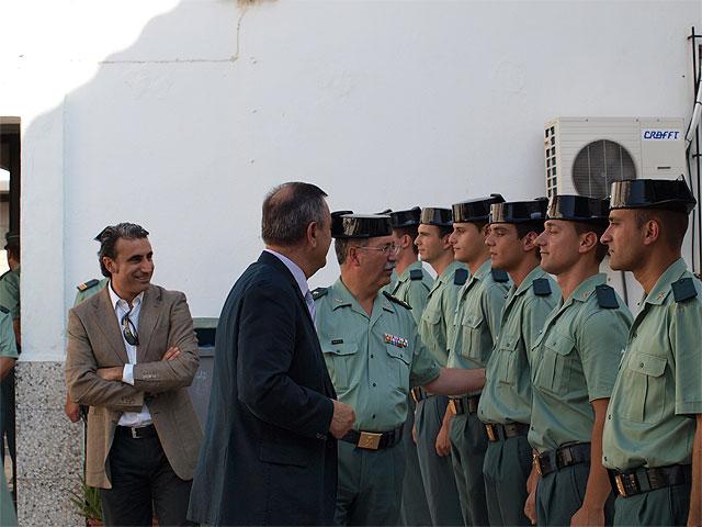 Roberto García y Rafael González le dan la bienvenida a los diez nuevos guardias civiles que se incorporan al cuartel de Beniel - 3, Foto 3