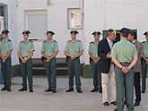 Roberto García y Rafael González le dan la bienvenida a los diez nuevos guardias civiles que se incorporan al cuartel de Beniel