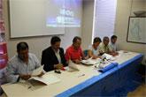 El alcalde de Mazarr�n firma un acuerdo con el consejero para la retirada de residuos del mar