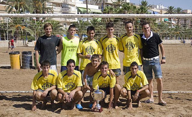 El Pinturas Jay gana el campeonato de fútbol playa, Foto 1