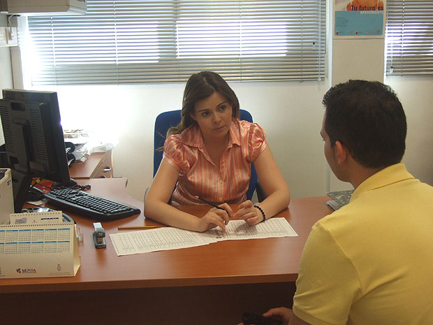 Local Job Center made 600 follow-up of the users registered with the employment exchange and training, Foto 1