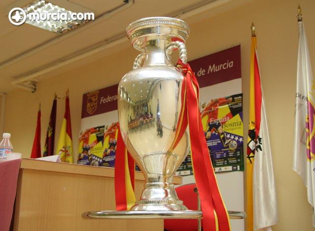 La Eurocopa estará expuesta desde mañana en la Federación de Fútbol de la Región de Murcia - 1, Foto 1