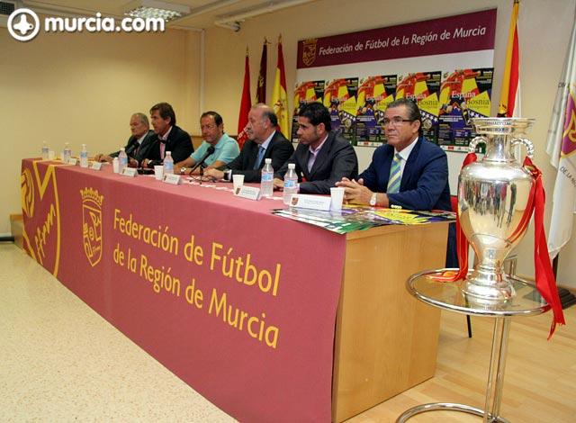 La Eurocopa estará expuesta desde mañana en la Federación de Fútbol de la Región de Murcia - 2, Foto 2