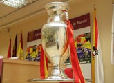 La Eurocopa estará expuesta desde mañana en la Federación de Fútbol de la Región de Murcia