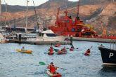 Sesenta niños participan en la travesía en piragüa por el Puerto de Cartagena