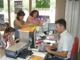 Más de 300 personas se acercan a las instalaciones del Pabellón Municipal de Deportes Manolo Ibáñez...