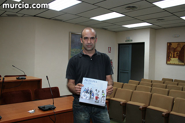 Alhama da inicio a sus fiestas patronales con la presentación del libro de las fiestas patronales, Foto 2