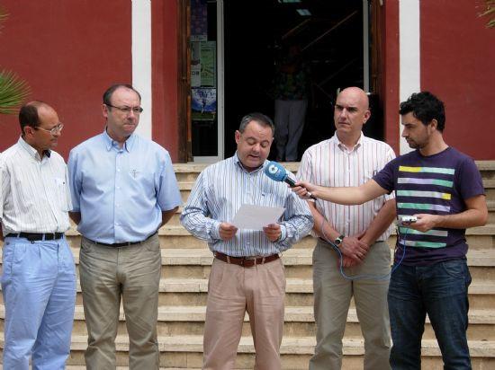Concentración silenciosa en la puerta del Ayuntamiento por el asesinato del brigada Luís Conde, Foto 2