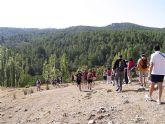 El programa de senderismo arrancó con la ruta por la Sierra de la Puerta que contó con más de medio centenar de senderistas