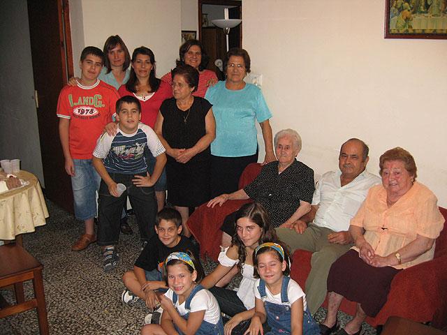 La alhameña Mª Mercedes Hernández celebra su 101 cumpleaños acompañada por el alcalde, Juan Romero Cánovas y la edil de Mayores, Soledad Tudela, Foto 2