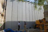 El Ayuntamiento construye un muro de contención en la calle Barranco