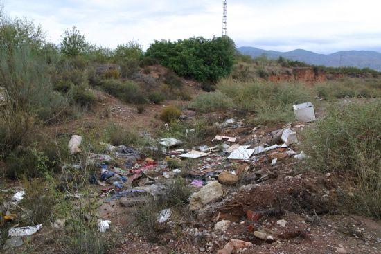 """Los voluntarios ambientales comenzaron la campaña """"Limpiar el Mundo 2008"""" limpiando la Rambla Celada, Foto 2"""