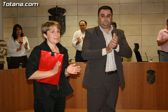 El Pleno rinde un homenaje al agente de la Polícia Local fallecido recientemente, Foto 1