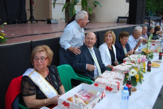 Más de novecientos mayores se reunieron en el Auditorio Municipal, Foto 1
