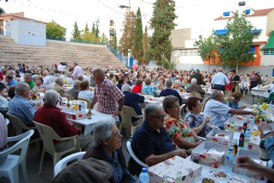 Más de novecientos mayores se reunieron en el Auditorio Municipal, Foto 2