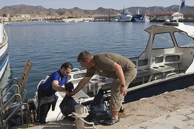 Más de cien personas participan en la 'Limpieza de fondos marinos' de Mazarrón - 2, Foto 2
