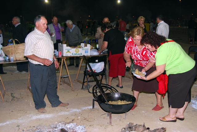 Miles de vecinos se dieron cita en el concurso de migas de la Feria 2008, Foto 5