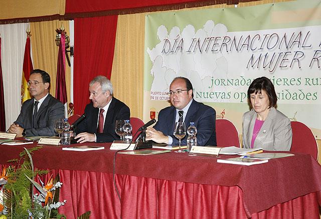 El presidente de la Comunidad inaugura las jornadas Regionales con motivo del Día de la Mujer Rural - 2, Foto 2