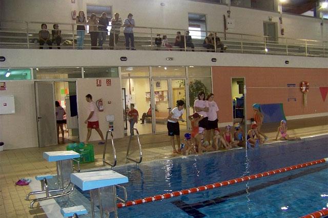 La piscina climatizada acogió una exhibición de natación sincronizada, Foto 1