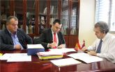 El consejero de Agricultura y Agua y el alcalde firman un convenio para el acondicionamiento de 3,4 kil�metros de caminos