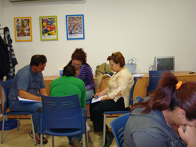 """""""The Candle"""" starts the social skills training workshop aimed at people who want to find a job, Foto 3"""