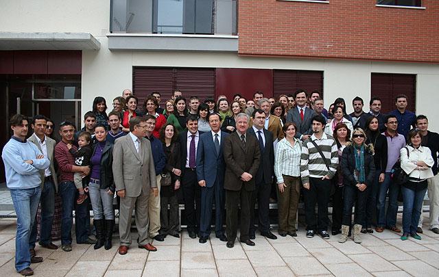 """Valcárcel resalta """"el compromiso"""" del Gobierno con los jóvenes para facilitarles el acceso a una vivienda de calidad y a precios asequibles - 2, Foto 2"""