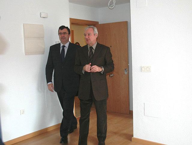 """Valcárcel resalta """"el compromiso"""" del Gobierno con los jóvenes para facilitarles el acceso a una vivienda de calidad y a precios asequibles - 3, Foto 3"""