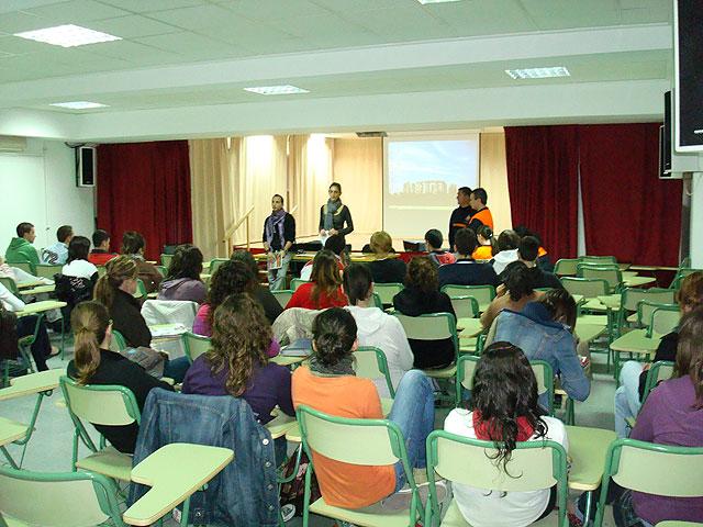 Un total de 800 jóvenes de los institutos de enseñanza secundaria participarán en los talleres de sensibilización sobre voluntariado, Foto 1