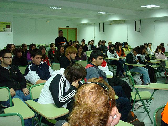 Un total de 800 jóvenes de los institutos de enseñanza secundaria participarán en los talleres de sensibilización sobre voluntariado, Foto 3