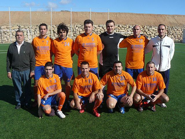 El equipo Los Pachuchos se coloca como lider en solitario de la liga de futbol aficionado Juega Limpio, Foto 1