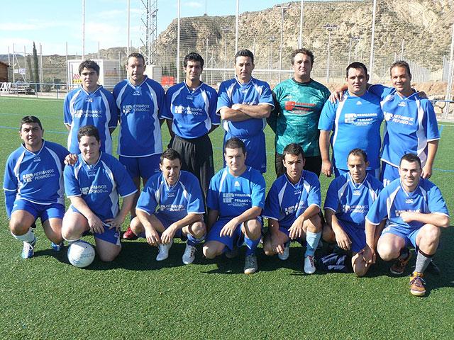 El equipo Los Pachuchos se coloca como lider en solitario de la liga de futbol aficionado Juega Limpio, Foto 2