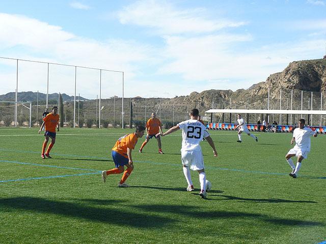 El equipo Los Pachuchos se coloca como lider en solitario de la liga de futbol aficionado Juega Limpio, Foto 3